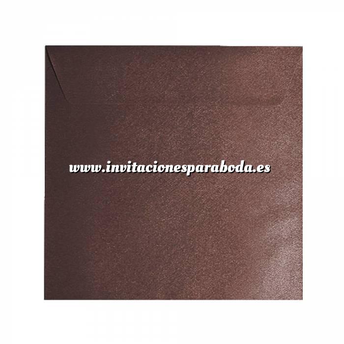 Imagen Sobres Cuadrados Sobre textura marrón Cuadrado